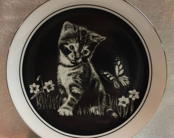 Royal Cornwall Kitten's World Collector Plate - 'Are You a Flower?' (#275)