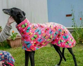 Windhund Mantel 'Rosa Schmetterlinge' Fleece w maßgeschneiderte Uni Fleece-Futter Lurcher Whippet Windhund Outdoor-Hundemantel auf Bestellung handgefertigt
