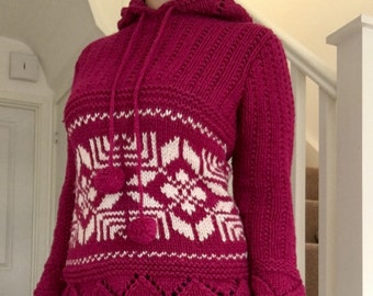 Very thick knitted hooded sweater