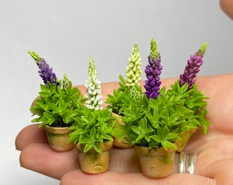 Dollhouse Lupins in pot, Scale 1/12