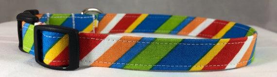 Bleu, rouge, blanc, vert, jaune et Orange Stripe cravates et colliers pour chiens, navire gratuit USA.