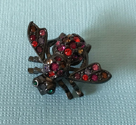 Signed Joan Rivers bee pin, Joan Rivers bee, black