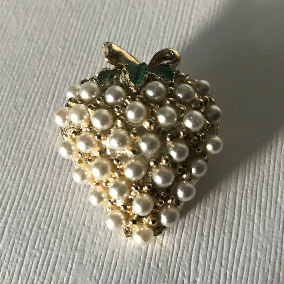 Vintage Strawberry Pin, strawberry brooch, faux pe