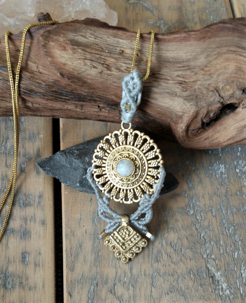 Women/'s macram\u00e9 necklace