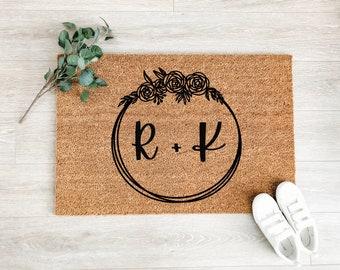 Initial Flower Wreath Doormat – Wedding Gift - Welcome Mat – Coir Doormat – Fall Decor - Cute Doormat – Front Porch Decor – Outdoor Rug
