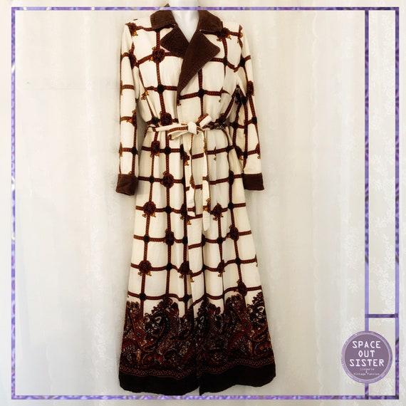 1970s Vintage Grid Glory Robe