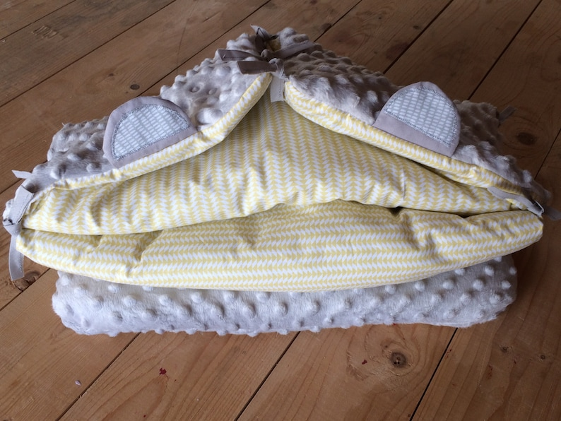 Customizable angel nest with the first name of the mixed child grey and light yellow