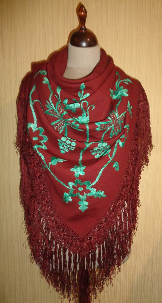 shawl with tassels Vintage Ukrainian boho shawl floral wool wrap folk shawl winter shawl traditional wool shawl