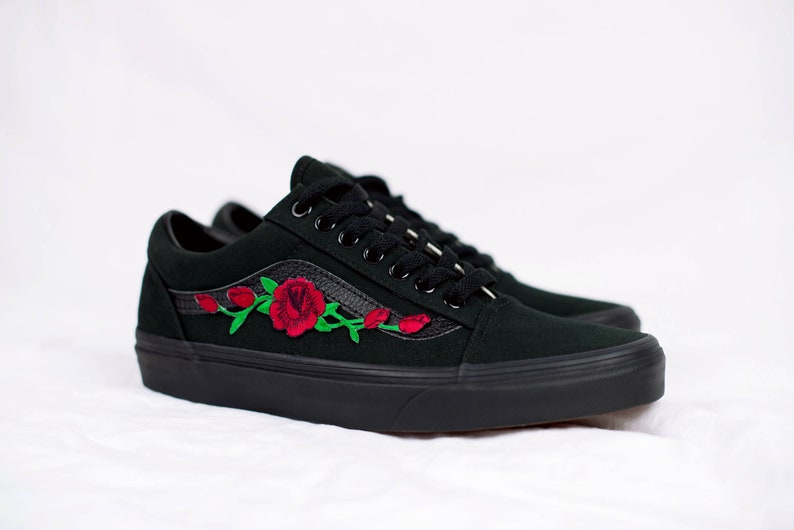 Vans Old Skool Custom Schwarz - Rose Patch - Unisex - Alle Größen - Sneaker  Schuhe [Stickerei Sk8 Hi Nike Air Force Lv Rosen Blumen]