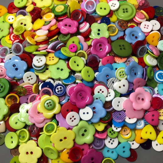CHOSE 10 OR 20 14MM COLOURFUL HEART PLASTIC BUTTONS,CRAFTS,DECORATION,SCRAPBOOK