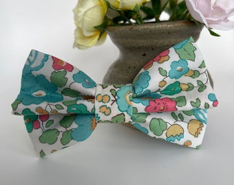 Liberty Dog Bow, Betsy Sage, Floral Bow Tie