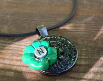 Personalized four-leaf clover pendant with letter