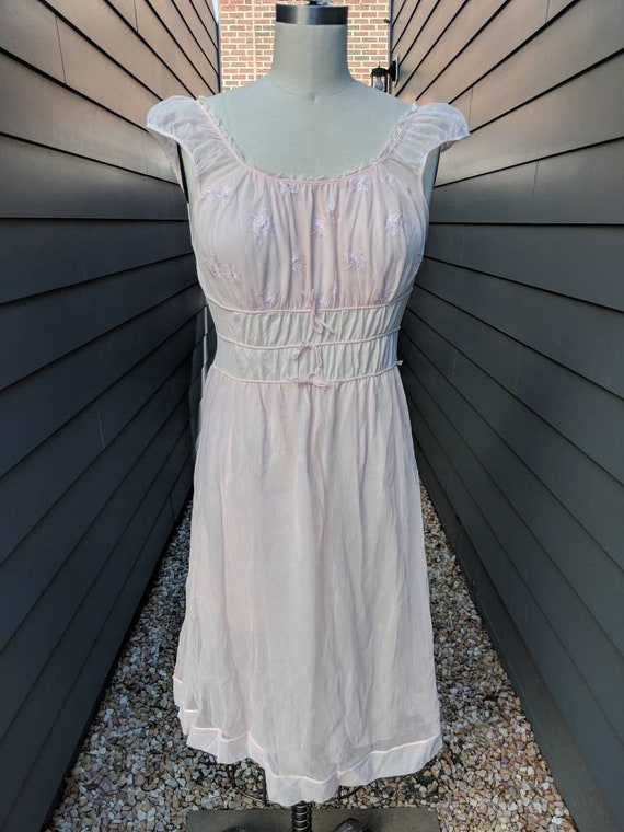 1960s-70s Night gown // Vintage Night gown // pink
