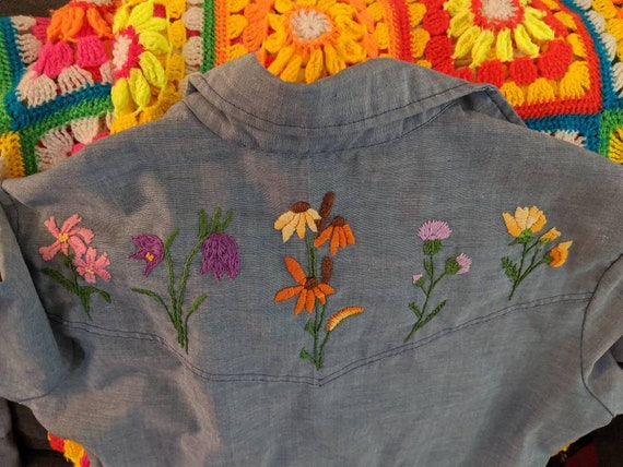 1970s Wrangler Chambray Embroidered Blouse // 197… - image 10