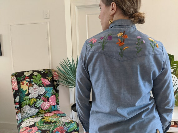 1970s Wrangler Chambray Embroidered Blouse // 197… - image 2