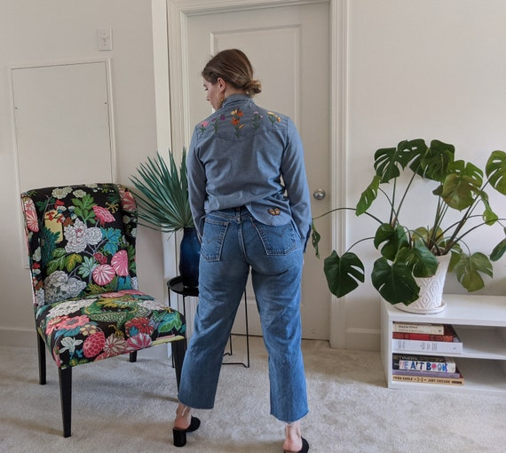 1970s Wrangler Chambray Embroidered Blouse // 197… - image 6