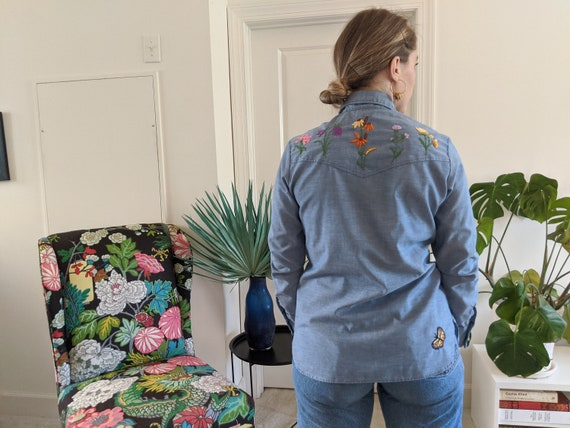 1970s Wrangler Chambray Embroidered Blouse // 197… - image 4