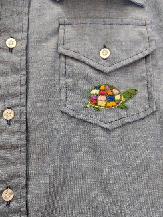 1970s Wrangler Chambray Embroidered Blouse // 197… - image 9