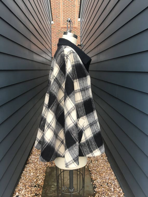 1970s Brushed Wool Cape // Plaid Cape // White an… - image 4