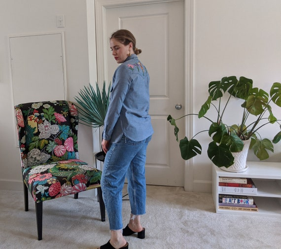 1970s Wrangler Chambray Embroidered Blouse // 197… - image 5