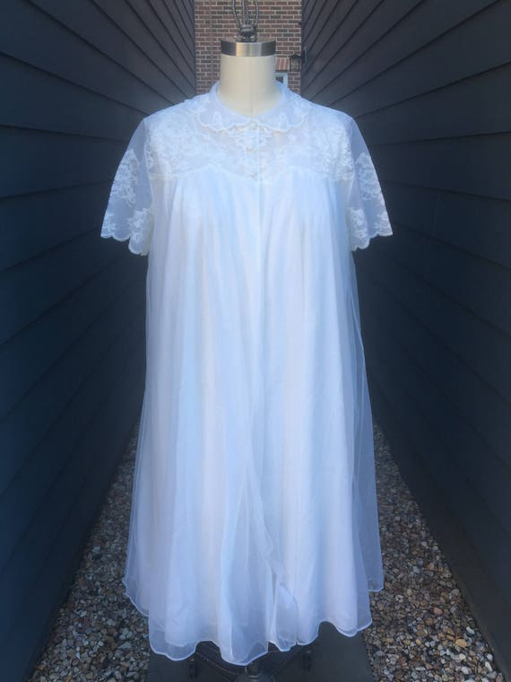 Vintage Lingerie Set // Vintage nightgown and Robe