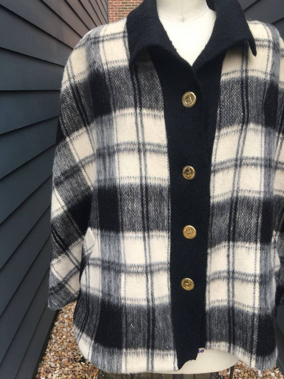 1970s Brushed Wool Cape // Plaid Cape // White an… - image 2