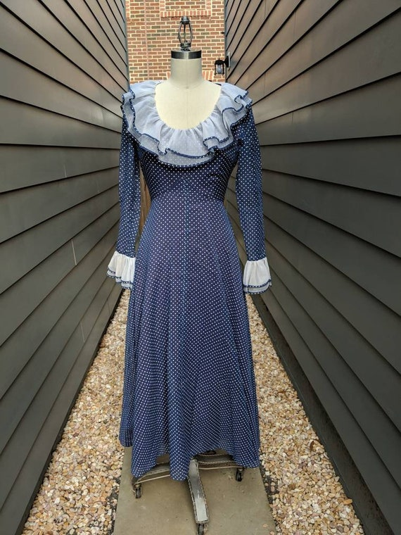 1970s Blue polkadot dress with ruffle collar // Ru