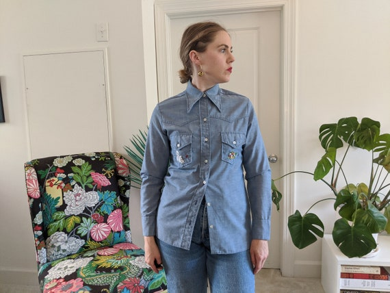 1970s Wrangler Chambray Embroidered Blouse // 197… - image 3