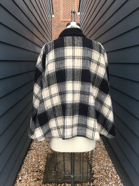 1970s Brushed Wool Cape // Plaid Cape // White an… - image 5