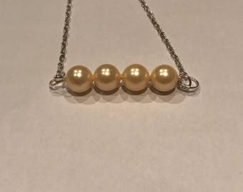 Light yellow pearl bracelet