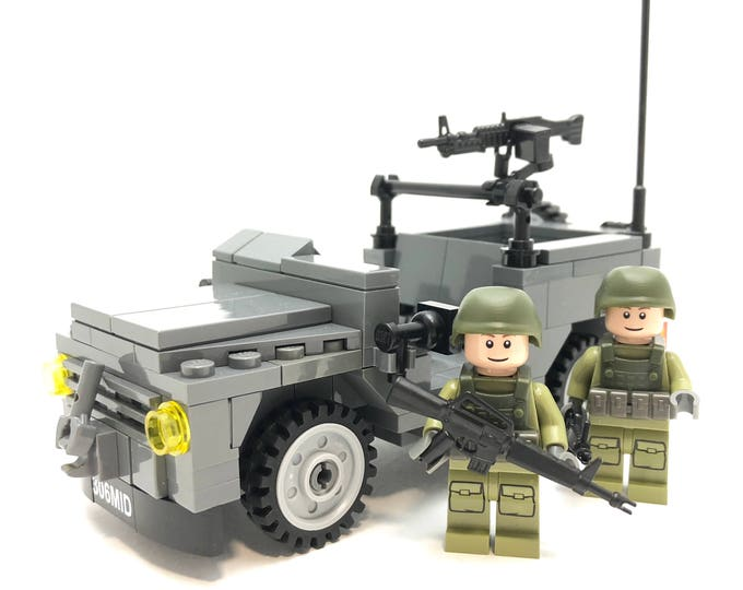 MB 240 Scout Jeep - Minifigure-scale Building Kit 306