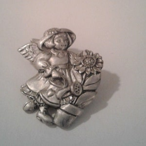 Signed Vintage Brooch by Seagull Pewter of Canada Very good condition pewter brooch with rollover safety pin Girl with Flower Straw Hat
