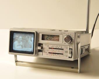 Vintage Sanyo tpm 2170 Mini B/W TV-AM/FM Radio-Alarm Clock with Carrying Case