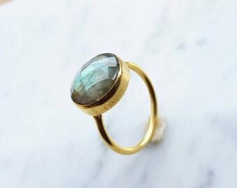 Gold labradorite ring - Labradorite circle ring - Gold Labradorite gemstone solitaire ring