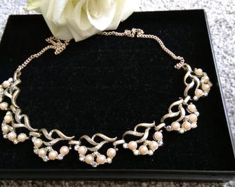 Pretty Vintage Silver Tone Faux Pearl Aurora Borealis Necklace.     Lovely For A Wedding