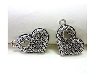 LOT de 3 breloques coeur avec trou en forme de coeur argenté (D38)