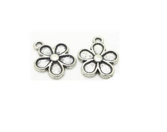 set of 10 charm (10) silver plated Daisy Daisy flower charm pendants