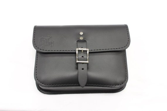 BOLT ON bag fits only /'06-Up Dynas with decorative trim on the battery cover. Hand Made in USA Black Cowhide Leather Dyna Battery Bag
