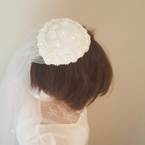 Beautiful Juliet cap with Veil/ Vintage/Daisies an