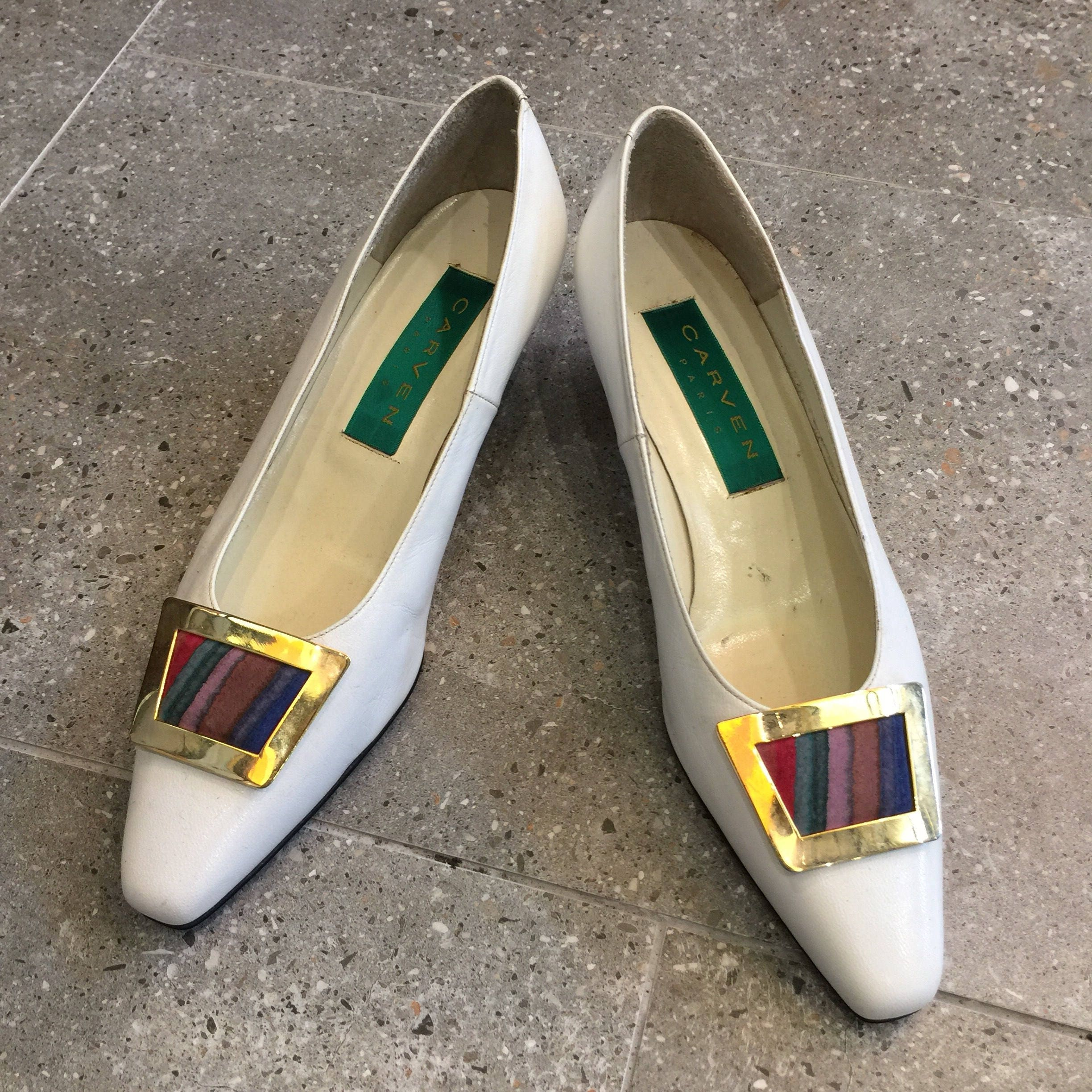 Vintage Metal Carven White Leather Pumps HeelsWith Painted Gold Metal Vintage Buckle, 80s Women Shoes 725556