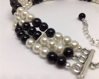 Mae - Black /White Glass Pearl Choker//Statement Necklace//New Look Ladies Classic//Triple Strand Pearls