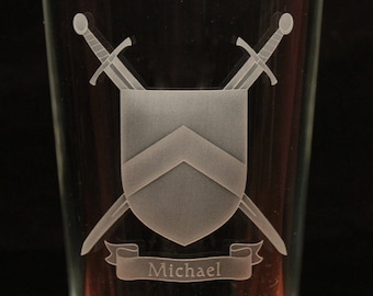Medieval shield swords personalised engraved pint glass re-enactment gift