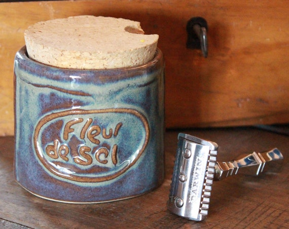 "Luxury ""Classic Scent"" Shaving Soap in Blue Pot with Painted Decor - DARWIN"