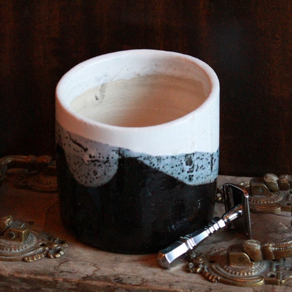 "Luxury ""Classic Scent"" Shaving Soap in Black, Blue and White Earthenware Pot - DARWIN"