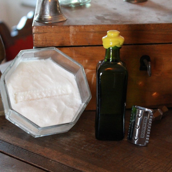 "Organic Aftershave Lotion in Mini Green Bottle - DARWIN ""Classic"" Made in France"