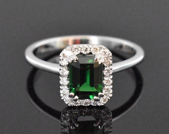 18K White Gold Garnet(Tsavorite) and Diamond Ring