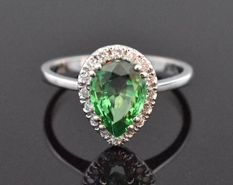 18K White Gold Natural Green Garnet(Tsavorite) and Diamond Ring