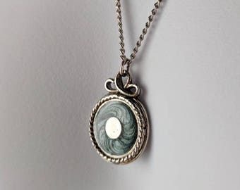 Green & Silver Round Pendant Necklace on a silver curb chain