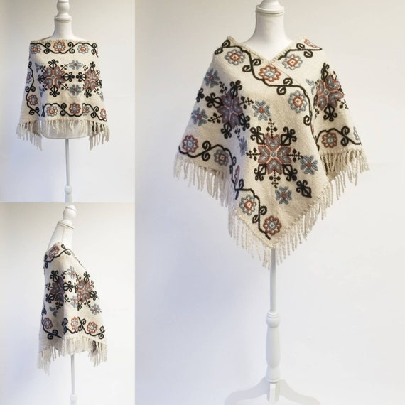 Vintage Fringed EMBROIDERED Poncho BOHO HIPPIE Pon