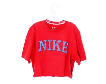 229ab994dcaa5 coolest vintage red NIKE CROP TOP   cropped t shirt nike shirt nike tee  tshirt 90s crop top 90s clothing boxy oversized sporty athletic